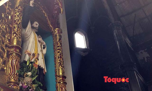 Video, ảnh: Hiện trường vụ cháy nhà thờ Công giáo thiệt hại hàng tỷ đồng - Ảnh 6.