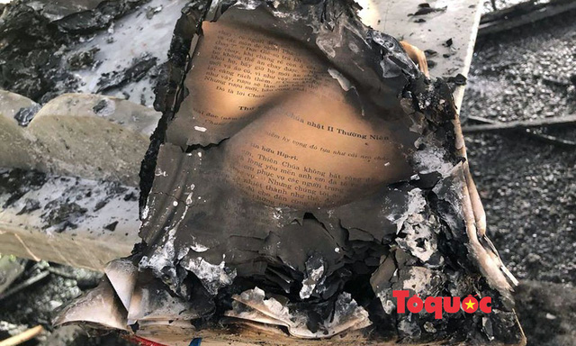 Video, ảnh: Hiện trường vụ cháy nhà thờ Công giáo thiệt hại hàng tỷ đồng - Ảnh 4.