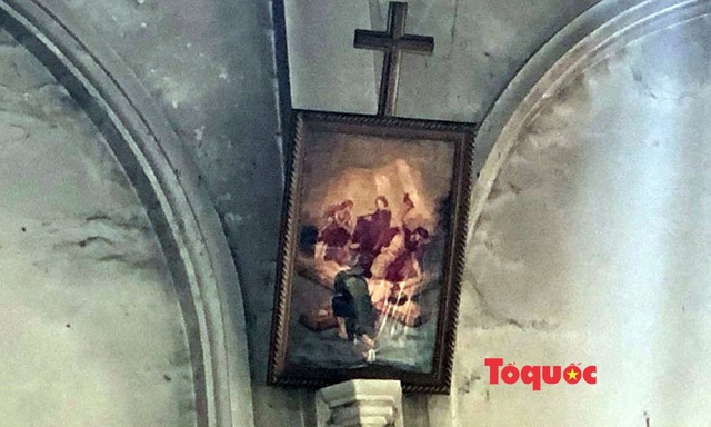 Video, ảnh: Hiện trường vụ cháy nhà thờ Công giáo thiệt hại hàng tỷ đồng - Ảnh 5.