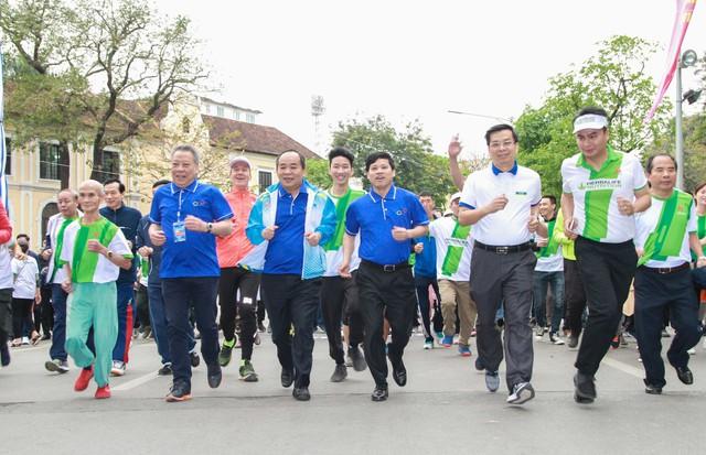 Hơn 8.000 người hưởng ứng Ngày chạy Olympic lần thứ 46 - Ảnh 3.