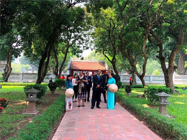 Khách du lịch quốc tế đến Hà Nội tiếp tục tăng so với cùng kỳ năm trước  - Ảnh 1.
