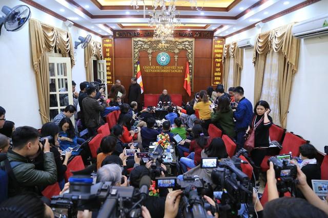 Hội đồng Trị sự Giáo hội Phật giáo Việt Nam: Đề xuất tạm đình chỉ các chức vụ của trụ trì chùa Ba Vàng - Ảnh 2.