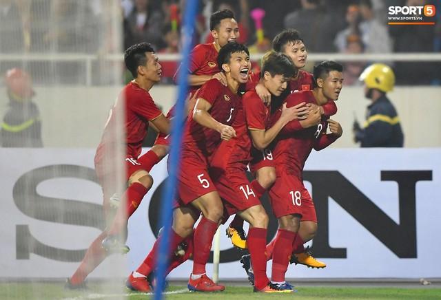 Báo quốc tế: Việt Nam oanh tạc Thái Lan, hiên ngang vào vòng chung kết - Ảnh 1.