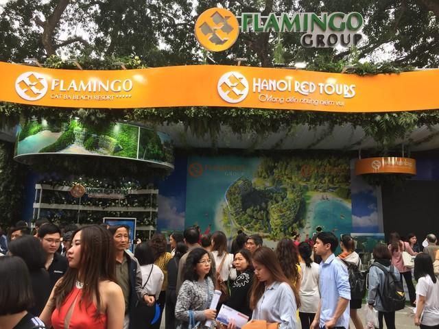 Du khách xếp hàng dài lựa chọn mua tour tại Hội chợ Du lịch Quốc tế Việt Nam – VITM 2019 - Ảnh 1.