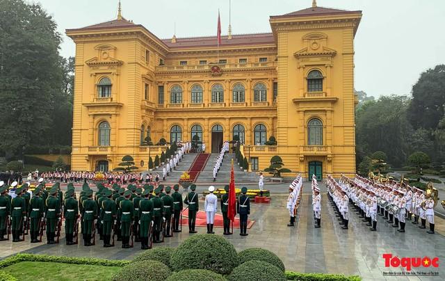 Tổng Bí thư, Chủ tịch nước Nguyễn Phú Trọng chủ trì Lễ đón chính thức Quốc vương Brunei thăm cấp Nhà nước tới Việt Nam - Ảnh 1.