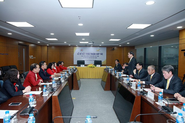 Tổng công ty Bưu điện Việt Nam và Trung ương Hội Chữ Thập đỏ Việt Nam ký thỏa thuận hợp tác - Ảnh 1.