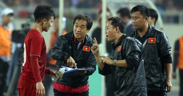 Những người hùng thầm lặng sau chiến thắng của U23 Việt Nam - Ảnh 1.