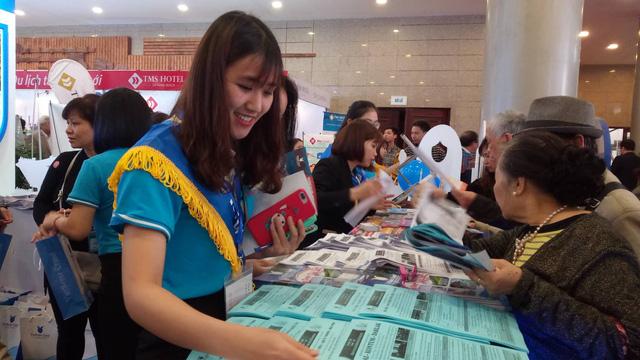 Du khách xếp hàng dài lựa chọn mua tour tại Hội chợ Du lịch Quốc tế Việt Nam – VITM 2019 - Ảnh 11.