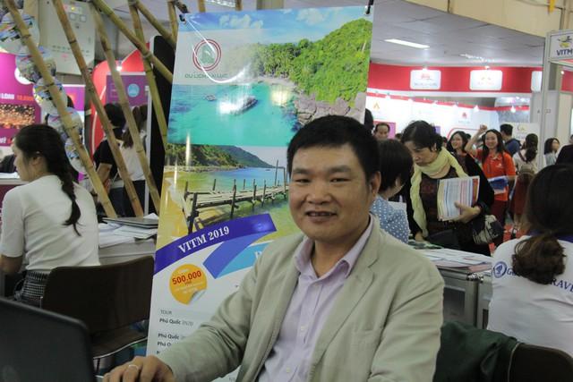 Du khách xếp hàng dài lựa chọn mua tour tại Hội chợ Du lịch Quốc tế Việt Nam – VITM 2019 - Ảnh 3.