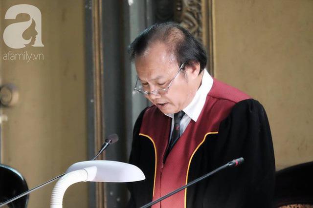 Những điều đặc biệt về vị chủ tọa trong phiên tòa vụ ly hôn nghìn tỷ của Trung Nguyên - Ảnh 4.