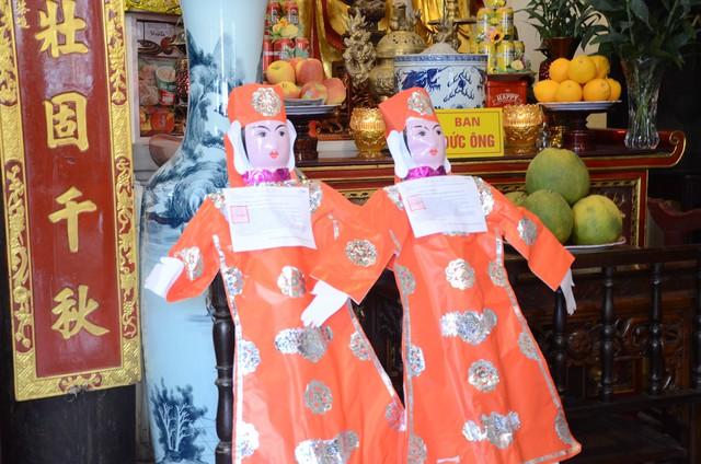 Xếp hàng chờ đến lượt để được dâng sao giải hạn tại chùa Diên Hựu - Ảnh 11.
