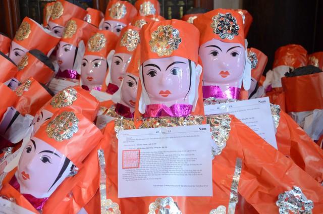 Xếp hàng chờ đến lượt để được dâng sao giải hạn tại chùa Diên Hựu - Ảnh 10.