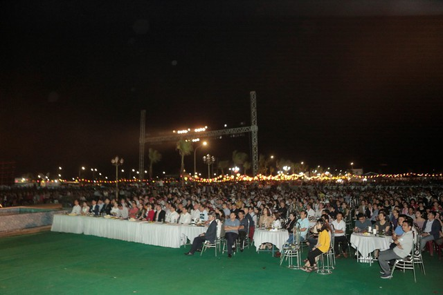 """Hàng tỷ đồng ủng hộ quỹ từ thiện Đà Nẵng trong """"Đêm đại nhạc hội và ra mắt phân khu Diamond Palace"""" - Ảnh 4."""