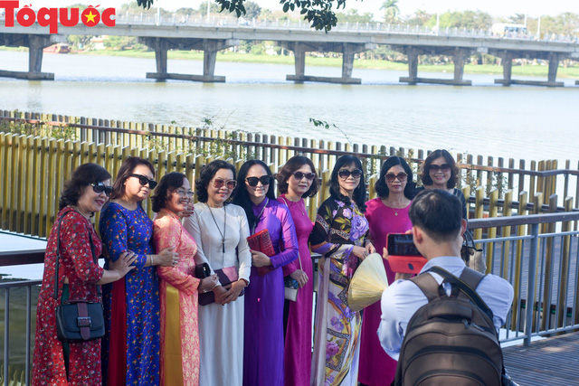 Miễn 100% vé cho phụ nữ mặc áo dài tham quan Di tích Huế dịp 8/3 - Ảnh 1.