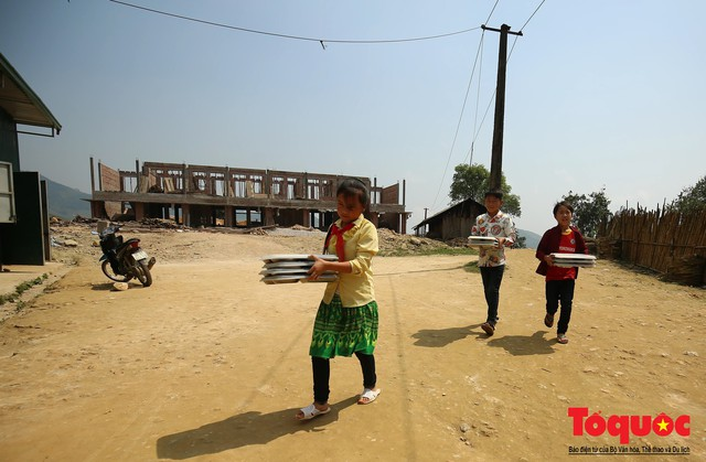 PTI trao tặng 100 triệu cùng hàng nghìn bộ quần áo cho học sinh dân tộc nghèo Sơn La - Ảnh 11.