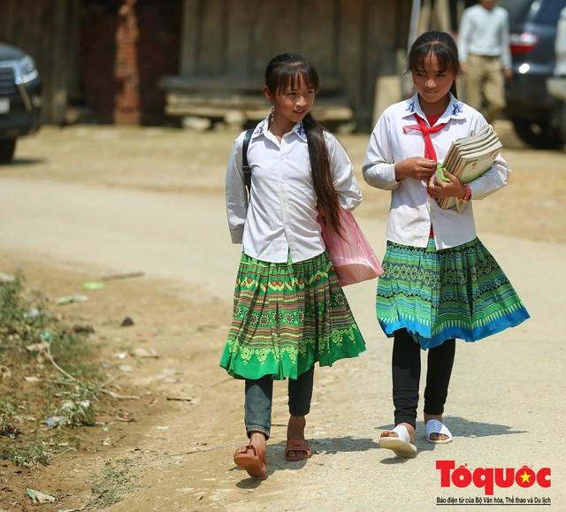 PTI trao tặng 100 triệu cùng hàng nghìn bộ quần áo cho học sinh dân tộc nghèo Sơn La - Ảnh 12.