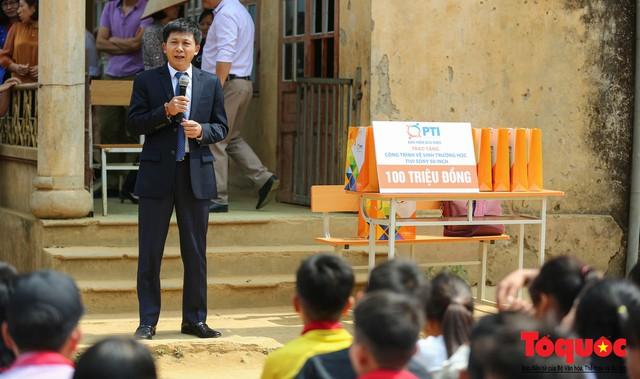 PTI trao tặng 100 triệu cùng hàng nghìn bộ quần áo cho học sinh dân tộc nghèo Sơn La - Ảnh 2.