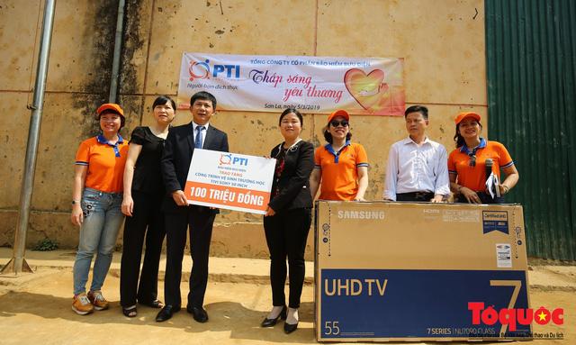 PTI trao tặng 100 triệu cùng hàng nghìn bộ quần áo cho học sinh dân tộc nghèo Sơn La - Ảnh 3.