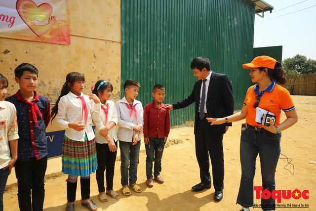 PTI trao tặng 100 triệu cùng hàng nghìn bộ quần áo cho học sinh dân tộc nghèo Sơn La - Ảnh 4.
