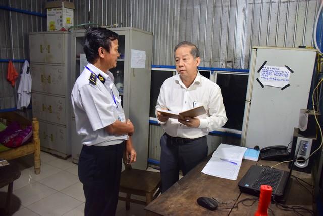 Chủ tịch Thừa Thiên Huế kiểm tra công tác phòng chống dịch tả lợn Châu Phi lúc 3h sáng - Ảnh 1.