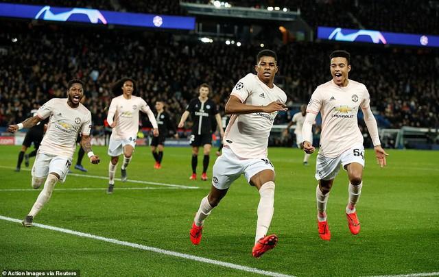 Ngã ngửa trước lý do HLV Solskjaer phải mặc áo yếm dự bị khi chỉ đạo Man United đối đầu PSG - Ảnh 3.