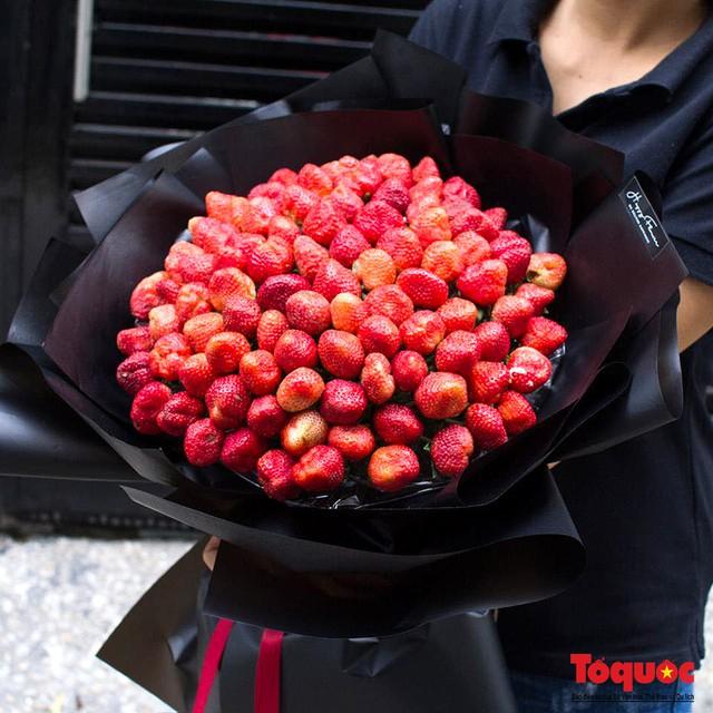 Hoa sáp, hoa dâu tây gây sốt dịp lễ 8/3 - Ảnh 6.