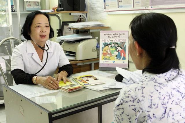 """Phó Cục trưởng Cục HIV/AIDS: """"Tham gia BHYT sẽ góp phần giảm gánh nặng tài chính cho người nhiễm HIV"""" - Ảnh 2."""