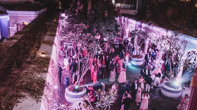 Cận cảnh bữa tiệc đầu tiên trong đại tiệc cưới của cặp tỷ phú Ấn Độ bên trong khu nghỉ dưỡng bên bãi Kem - Ảnh 1.