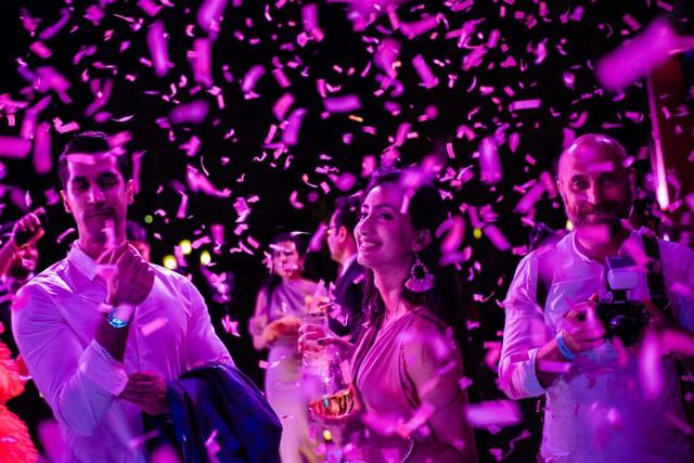 Cận cảnh bữa tiệc đầu tiên trong đại tiệc cưới của cặp tỷ phú Ấn Độ bên trong khu nghỉ dưỡng bên bãi Kem - Ảnh 2.