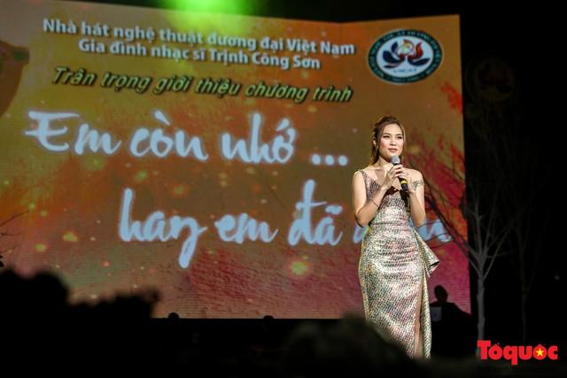 Ngập tràn cảm xúc trong đêm nhạc Em còn nhớ hay em đã quên  tưởng nhớ nhạc sĩ Trịnh Công Sơn - Ảnh 3.