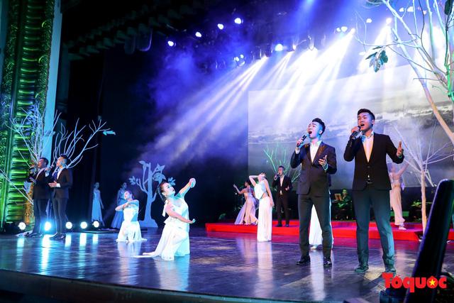 Ngập tràn cảm xúc trong đêm nhạc Em còn nhớ hay em đã quên  tưởng nhớ nhạc sĩ Trịnh Công Sơn - Ảnh 7.
