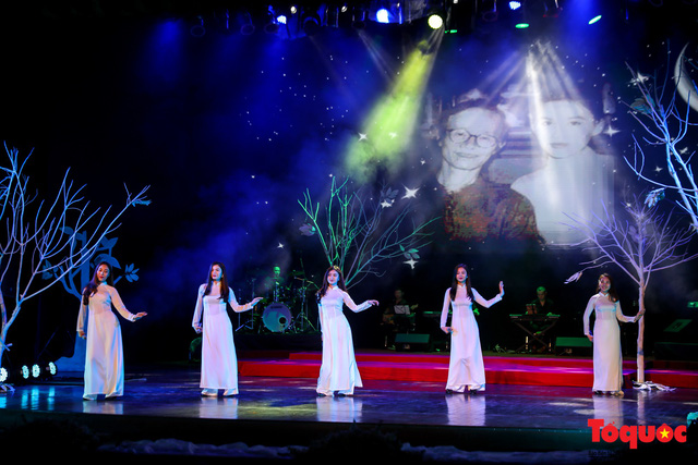 Ngập tràn cảm xúc trong đêm nhạc Em còn nhớ hay em đã quên  tưởng nhớ nhạc sĩ Trịnh Công Sơn - Ảnh 10.
