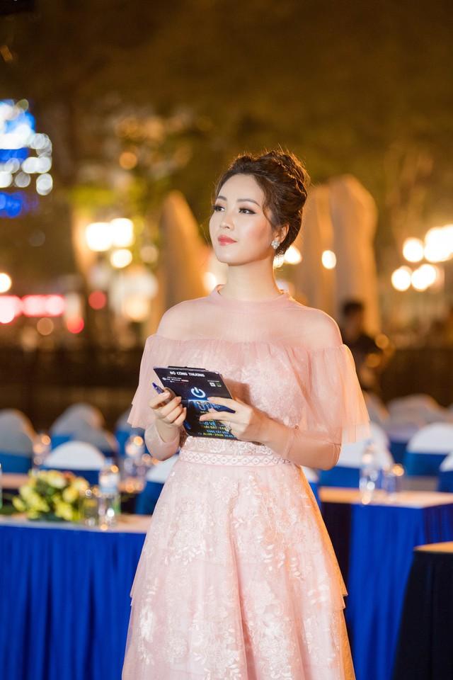 Á hậu Thụy Vân tiết lộ cách ứng xử của HHen Niê khi được phỏng vấn khiến nhiều người bất ngờ - Ảnh 2.