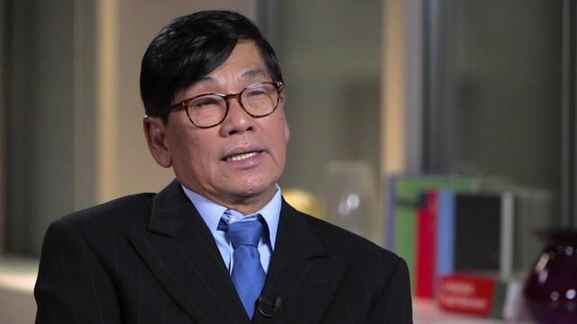 Bác sỹ gốc Việt bị kéo lê khỏi máy bay bất ngờ bày tỏ cảm kích vụ việc - Ảnh 1.