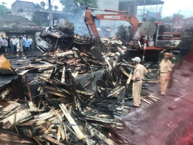 Thanh Hóa: Xe bốc cháy sau va chạm giao thông, 2 người chết cháy trong cabin - Ảnh 4.