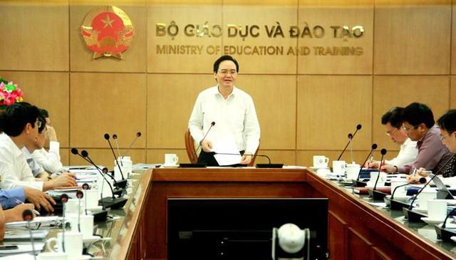 Đề xuất điểm sàn cho ngành sức khỏe, Bộ trưởng Phùng Xuân Nhạ đề nghị các trường tự cân nhắc - Ảnh 1.
