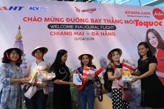 Đà Nẵng chào đón chuyến bay AirAsia đầu tiên từ Chiang Mai - Ảnh 1.