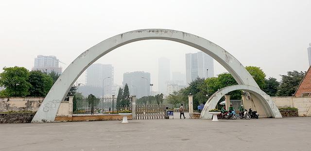 Phó Thủ tướng yêu cầu Hà Nội báo cáo vụ xây bãi đỗ xe ngầm trong công viên Cầu Giấy - Ảnh 1.