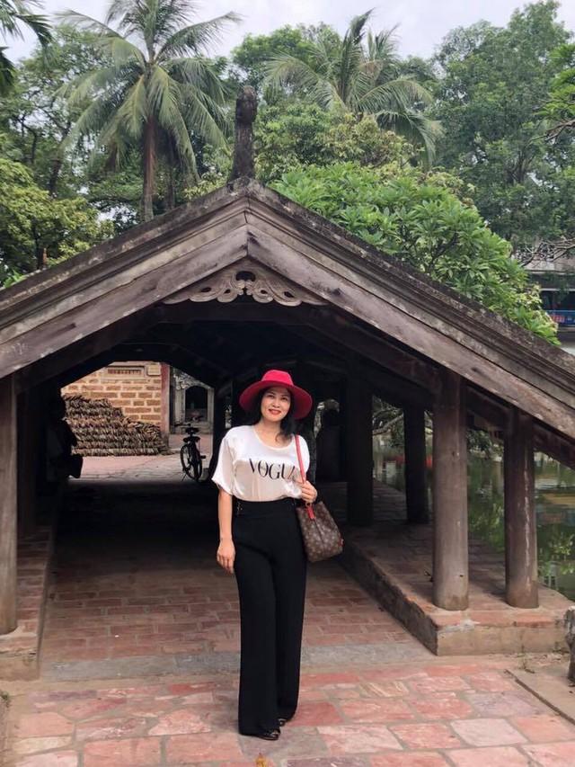 Nhan sắc xinh đẹp của vợ NSƯT Trung Anh - Ảnh 10.