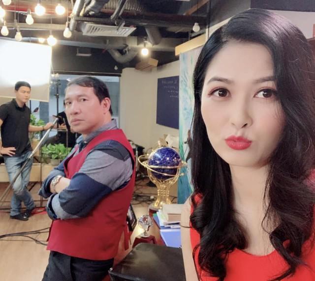 Nhan sắc xinh đẹp của vợ NSƯT Trung Anh - Ảnh 9.