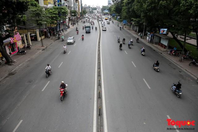 Giao thông Hà Nội giảm nhiệt ngày đầu tiên của kỳ nghỉ lễ Giỗ tổ Hùng Vương - Ảnh 1.
