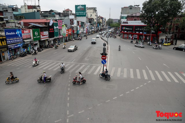 Giao thông Hà Nội giảm nhiệt ngày đầu tiên của kỳ nghỉ lễ Giỗ tổ Hùng Vương - Ảnh 4.
