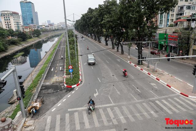Giao thông Hà Nội giảm nhiệt ngày đầu tiên của kỳ nghỉ lễ Giỗ tổ Hùng Vương - Ảnh 2.