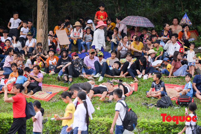 Hàng vạn người về dự Lễ hội Đền Hùng trước ngày Giỗ Tổ - Ảnh 12.
