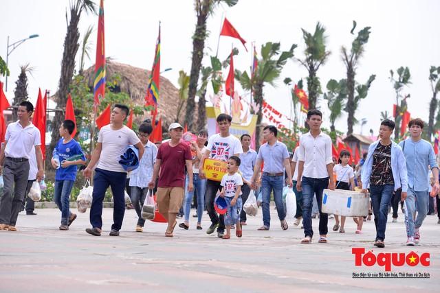 Hàng vạn người về dự Lễ hội Đền Hùng trước ngày Giỗ Tổ - Ảnh 11.