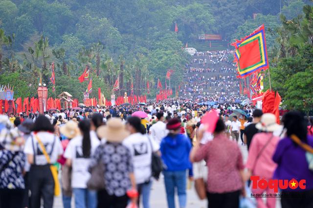 Hàng vạn người về dự Lễ hội Đền Hùng trước ngày Giỗ Tổ - Ảnh 14.