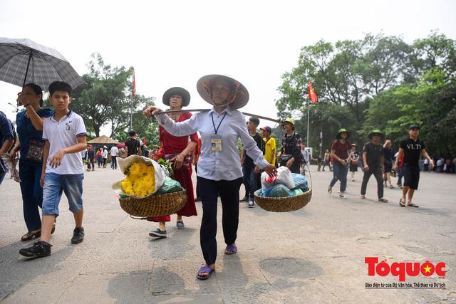 Hàng vạn người về dự Lễ hội Đền Hùng trước ngày Giỗ Tổ - Ảnh 10.