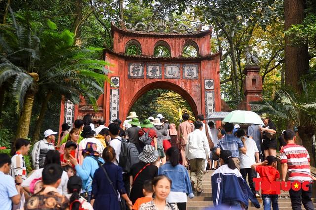 Hàng vạn người về dự Lễ hội Đền Hùng trước ngày Giỗ Tổ - Ảnh 4.