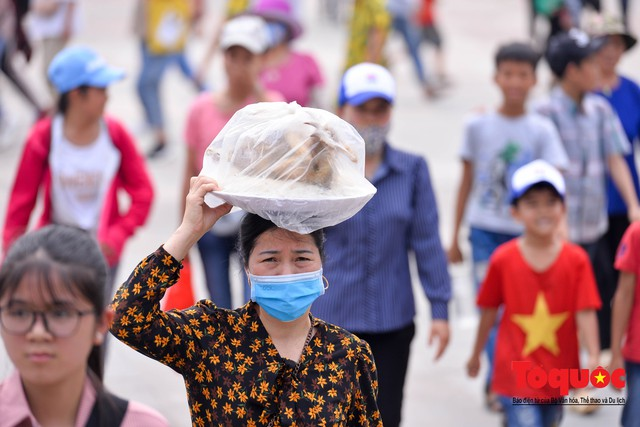 Hàng vạn người về dự Lễ hội Đền Hùng trước ngày Giỗ Tổ - Ảnh 7.