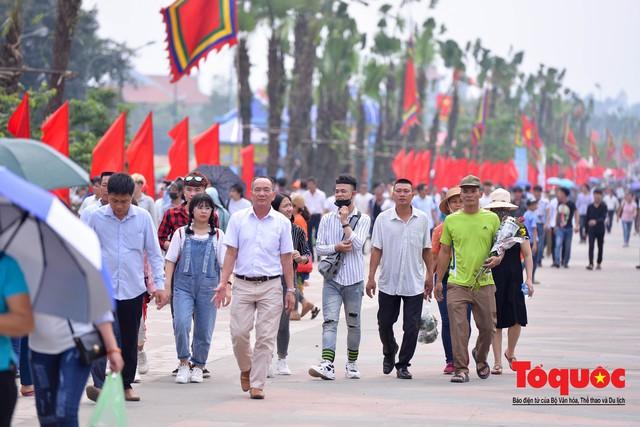 Hàng vạn người về dự Lễ hội Đền Hùng trước ngày Giỗ Tổ - Ảnh 2.